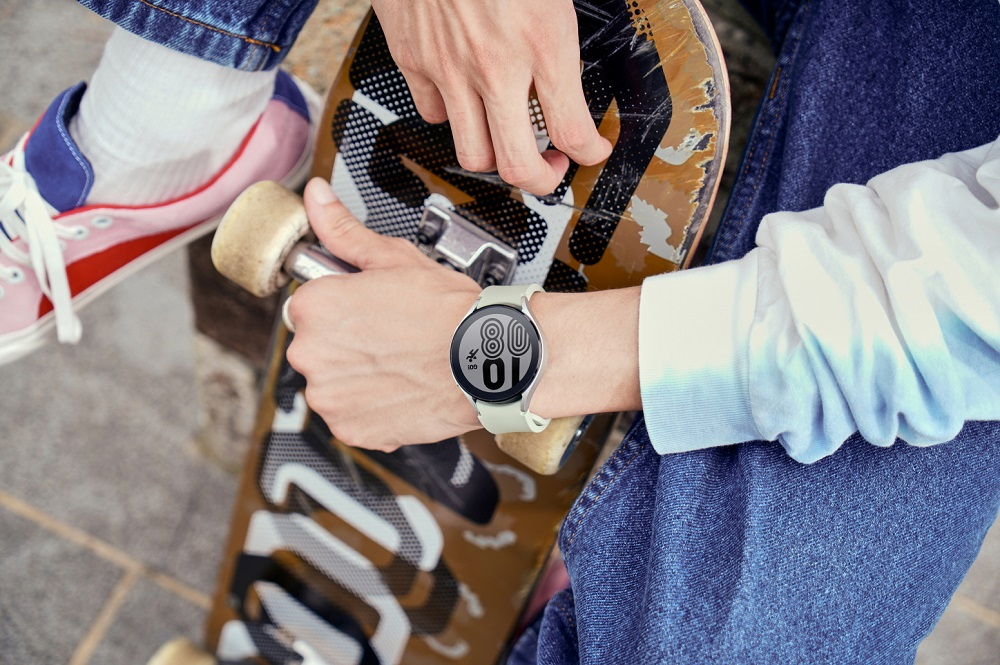 8. Galaxy Watch4_Lifestyle_Outbox Strap1
